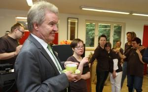 Im Ministerbüro trinkt man nun auch Bio-Kaffee aus der Laufenmühle